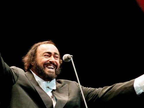 Tutto nel Mondo è Burla Estate  – stasera all'opera Luciano Pavarotti canta G. Donizetti